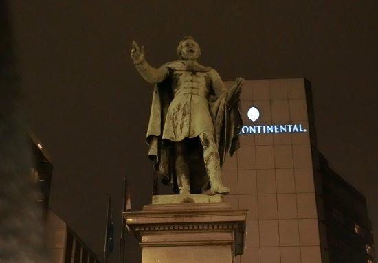 Eötvös József báró szobra