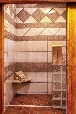 Cobden, IL: handicap accessable bathroom in the honeymoon suite