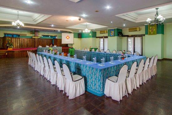 Anturan, Indonesia: MEETING ROOM