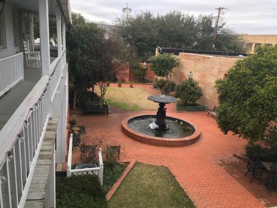 Jefferson, TX: Excelsior House Courtyard