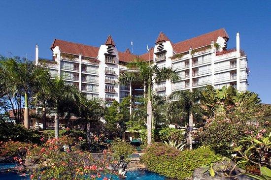 Novotel Surabaya Hotel and Suites: Exterior