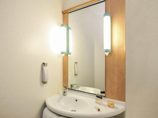 Ibis Arras Centre Les Places: Guest room