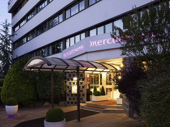 Mercure Versailles Parly 2 : Exterior