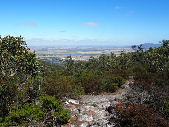 Dunkeld, Australien: 55% of way - looking out towards the west and path (this is a respite to the ascent to the top)