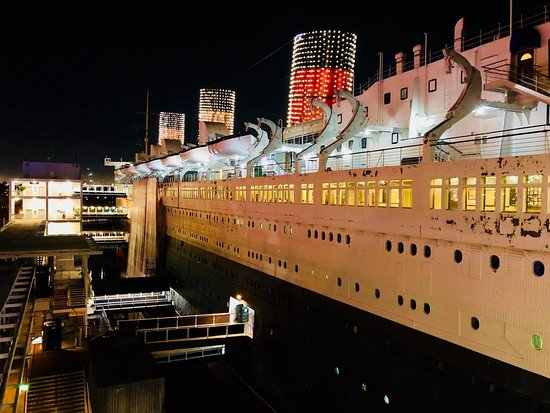 the queen mary decked out in christmas lights