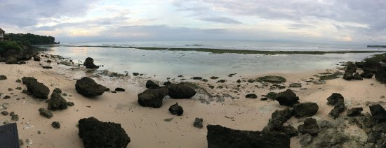 Padang Padang Beach: Amazing sunsets