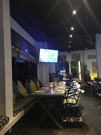 Meads Beach Bar & Grill: Interior
