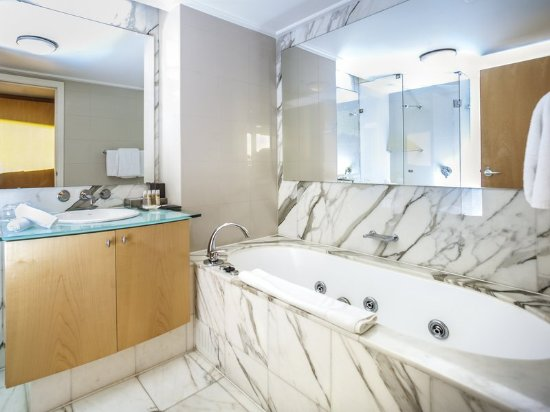 Pullman Quay Grand Sydney Harbour: Guest room