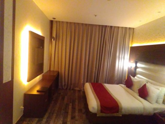 Imperium Resort: Large specious rooms with soft lighting.