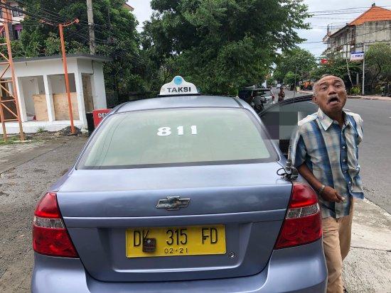 Bali, Indonesia: Bluebird Taksi 811