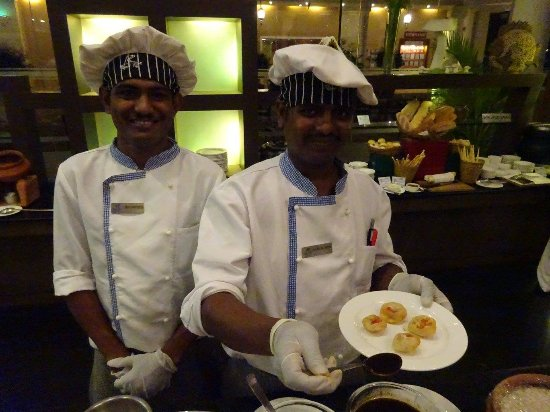 Resort Rio: Wonderful chefs preparing delicious starter..