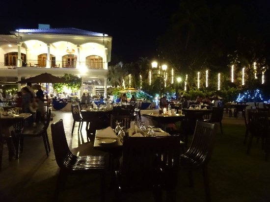 Resort Rio: Eating out in the Hotel grounds....what a joy in January!!!