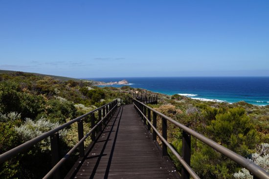 Dunsborough, Australia: Some of the track in this park is boardwalk