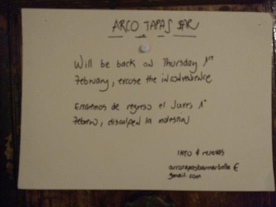 ARCO TAPAS BAR : Close up of closed sign.