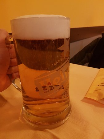 Pizzeria Trattoria all'Anfora : duże litrowe piwo 10 euro