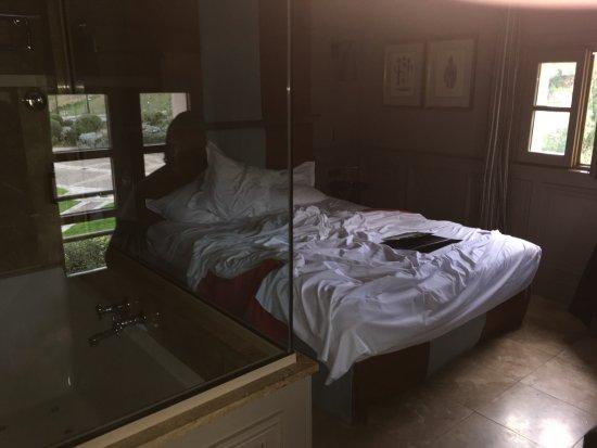 Hotel du Chateau : Chambre avec SDB à gauche de la photo