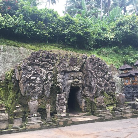 how to get from airport to ubud
