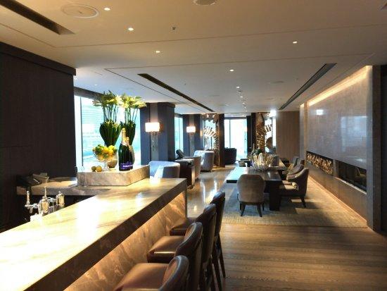 Four Seasons Hotel Tokyo at Marunouchi: 7Fのレストラン「モティーフ レストラン アンド バー」