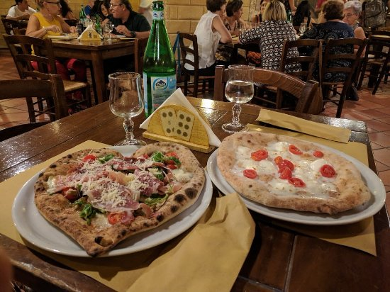 Il Baro: Cornicioni morbidi, ingredienti ottimi e disponibilità nel preparare pizze con forme particolari
