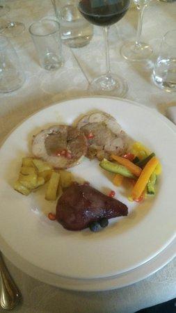 Pove del Grappa, İtalya: Filetto di maiale arrotolato con coniglio insaporito con melograno_large.jpg