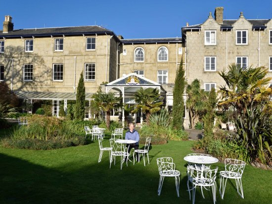 The Royal Hotel: Hotel garden in winter