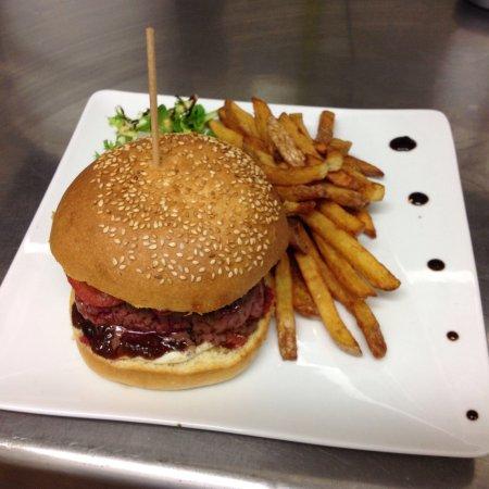Le Refuge Restaurant: Burger au conté...