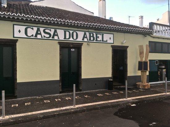 Agua de Pau, البرتغال: Unverkennbar am Praza von Agua de Pau