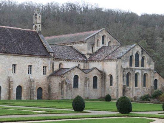 Montbard, France: L'église