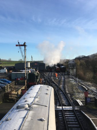 Embsay & Bolton Abbey Steam Railway: Embsay and Bolton Abbey Railway - getting the engine ready