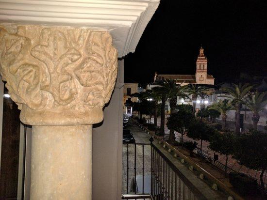 Fuentes de Andalucia, Spain: Plaza de España y torre de Santa María la Blanca