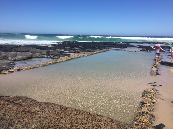 Rock pool 15 mins up the road at Ballina - Picture of Lennox