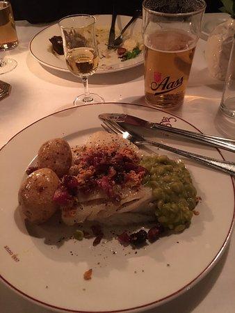 Engebret Cafe: Andre tallerken, også med Aass pilsner og Lauritz akevitt.