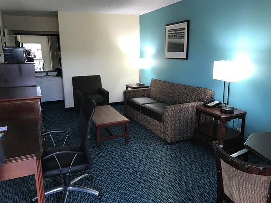 Baymont Inn & Suites Florence: Living Room - Suite