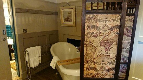 Windmill Clapham: Roll top bath