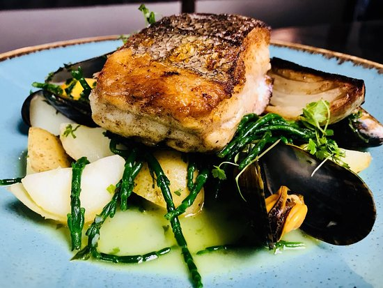 Kirtlington, UK: Pan Fried Cod, Heritage potatoes, Braised Fennel, Cornish Mussels, Samphire, Herb Butter