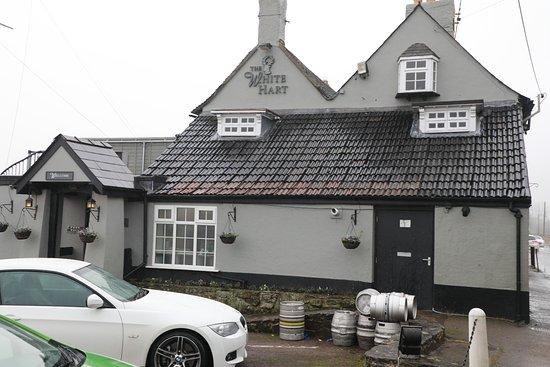 Newnham, UK: pub big car park