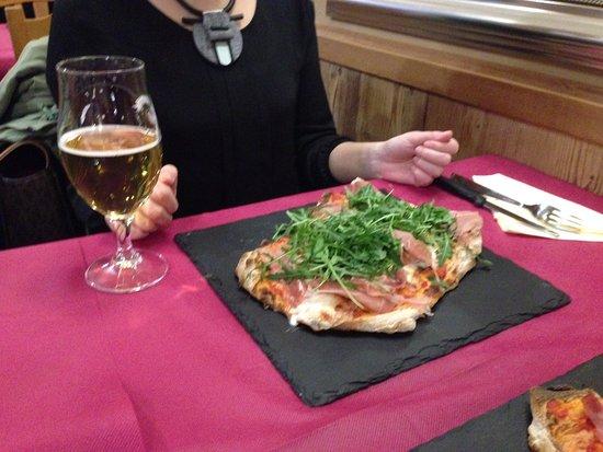Charvensod, Italia: Fresh arugula on pinsa pizza.