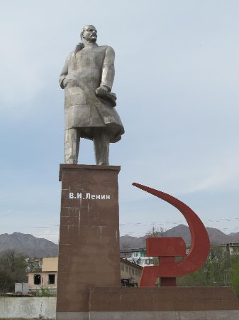 Khujand, Tadżykistan: Statue and base