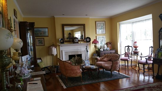 Sabal Palm House Bed and Breakfast Inn: Front parlor