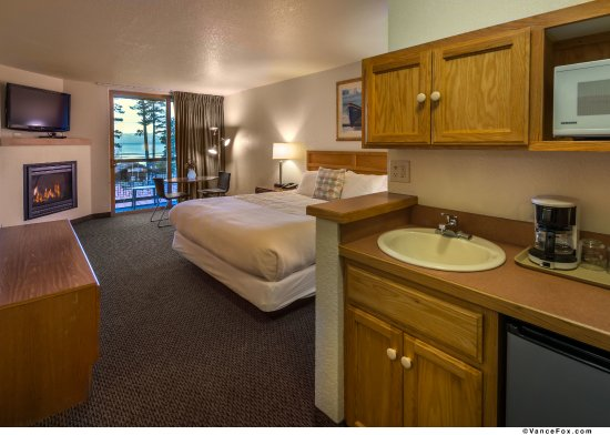 Tahoe Vista, CA: 1 King bed and fireplace room with balcony and view of Lake Tahoe