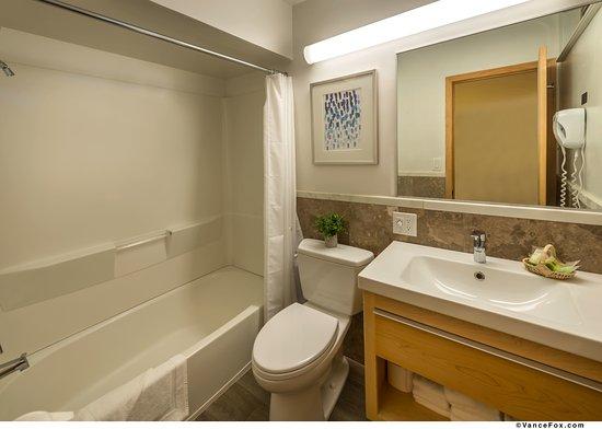 ทาโฮวิสตา, แคลิฟอร์เนีย: Bathroom with full size tub and shower combination