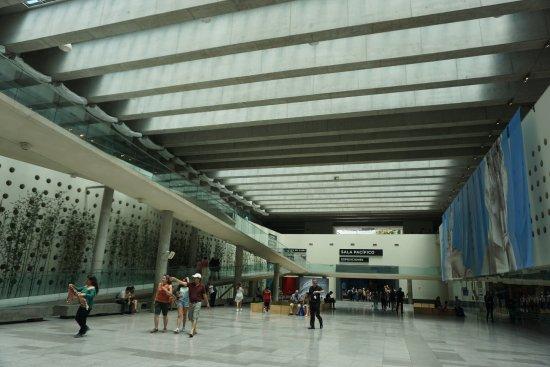 Centro Cultural Palacio de la Moneda y Plaza de la Ciudadania: Centro Cultural MARAVILLOSO un lugar para no dejar de ir. Vi una muestra de Arte Romano  imperdi