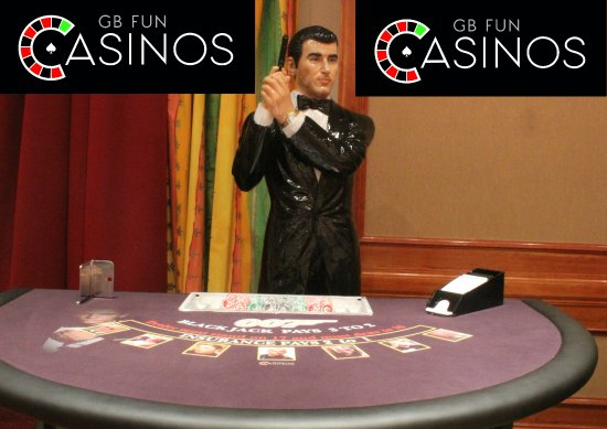 Stoke-on-Trent, UK: 007 Blackjack Table with 007 Statue