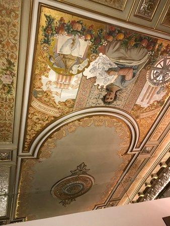 ANBA Bed&Breakfast Deluxe: ceiling has original artwork !