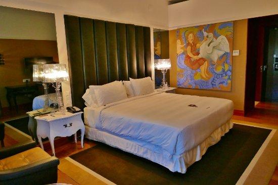 Modernes Zimmer - Picture of Convento do Espinheiro, A Luxury ...