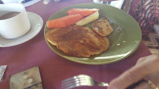 Hotel Atelie del Mar: el desayuno avec 3 pancakes