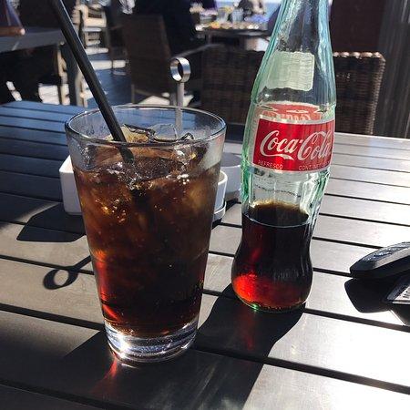 Beach House Bar & Grill: Bottled Coke! Made my day.