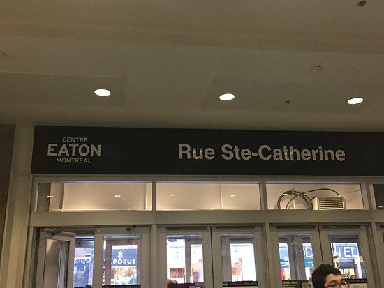 Rue Ste.-Catherine : Eaton Mall