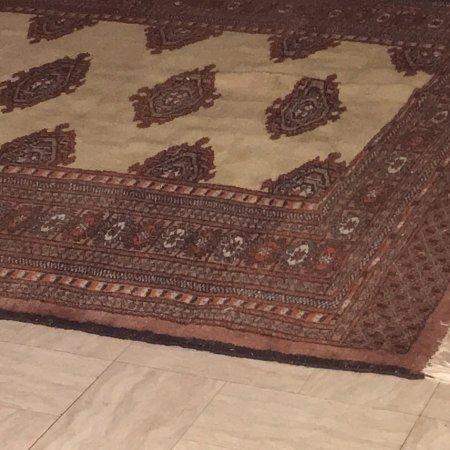 Les Puces du Canal: En esta feria de las pulgas, me topé con esta alfombra, me encantó y me la compré, conozco bien 