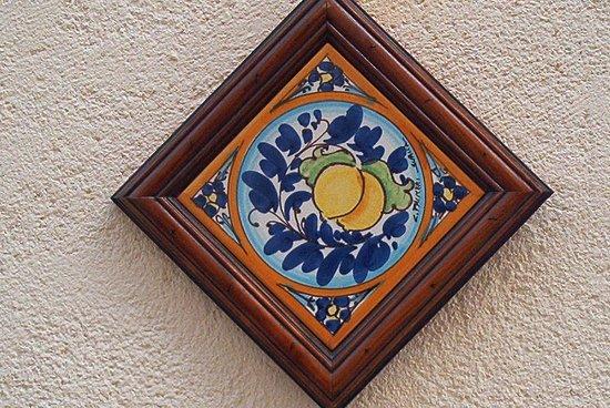 Piastrella foglietta bomboniere 10 x 10 ceramiche artistiche liborio